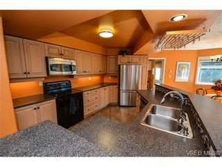 Photo 6: 121 Rockcliffe Pl in VICTORIA: La Thetis Heights House for sale (Langford)  : MLS®# 734804
