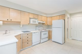 """Photo 5: 1570 BOWSER Avenue in North Vancouver: Norgate Townhouse for sale in """"Illahee"""" : MLS®# R2363126"""
