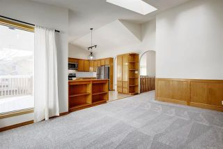 Photo 11: 24 SIGNATURE Way SW in Calgary: Signal Hill Detached for sale : MLS®# C4302567