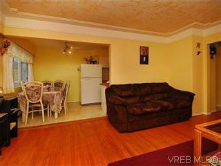 Photo 3: 386 W Burnside Rd in VICTORIA: SW Tillicum Row/Townhouse for sale (Saanich West)  : MLS®# 571261