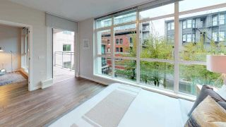 """Photo 4: 402 100 E ESPLANADE Street in North Vancouver: Lower Lonsdale Condo for sale in """"The Landing"""" : MLS®# R2357856"""