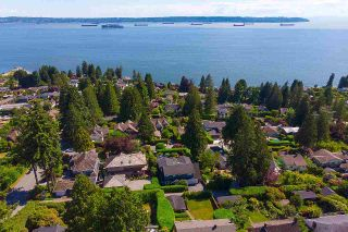 """Photo 40: 2623 LAWSON Avenue in West Vancouver: Dundarave House for sale in """"Dundarave"""" : MLS®# R2591627"""