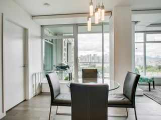 """Photo 10: 905 728 W 8TH Avenue in Vancouver: Fairview VW Condo for sale in """"700 WEST8TH"""" (Vancouver West)  : MLS®# R2082142"""
