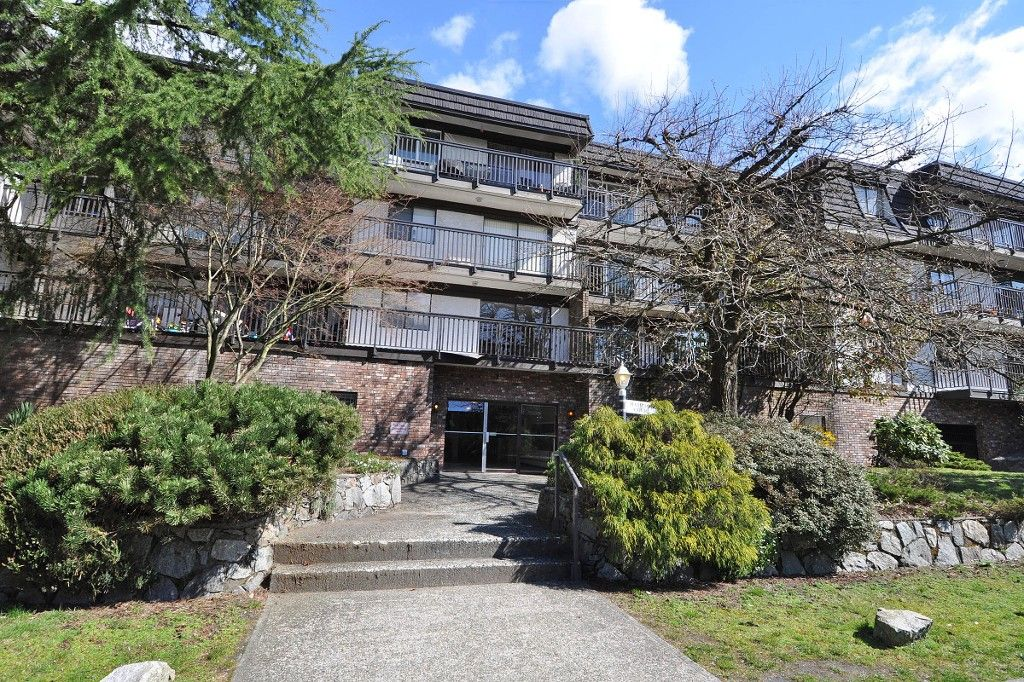 "Main Photo: 111 270 W 3RD Street in North Vancouver: Lower Lonsdale Condo for sale in ""HAMPTON COURT"" : MLS®# R2151454"