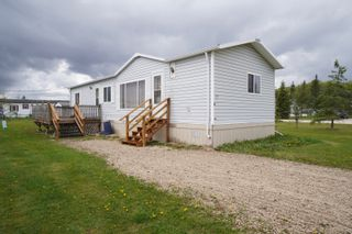 Photo 1: 17 King Crescent in Portage la Prairie RM: House for sale : MLS®# 202112449