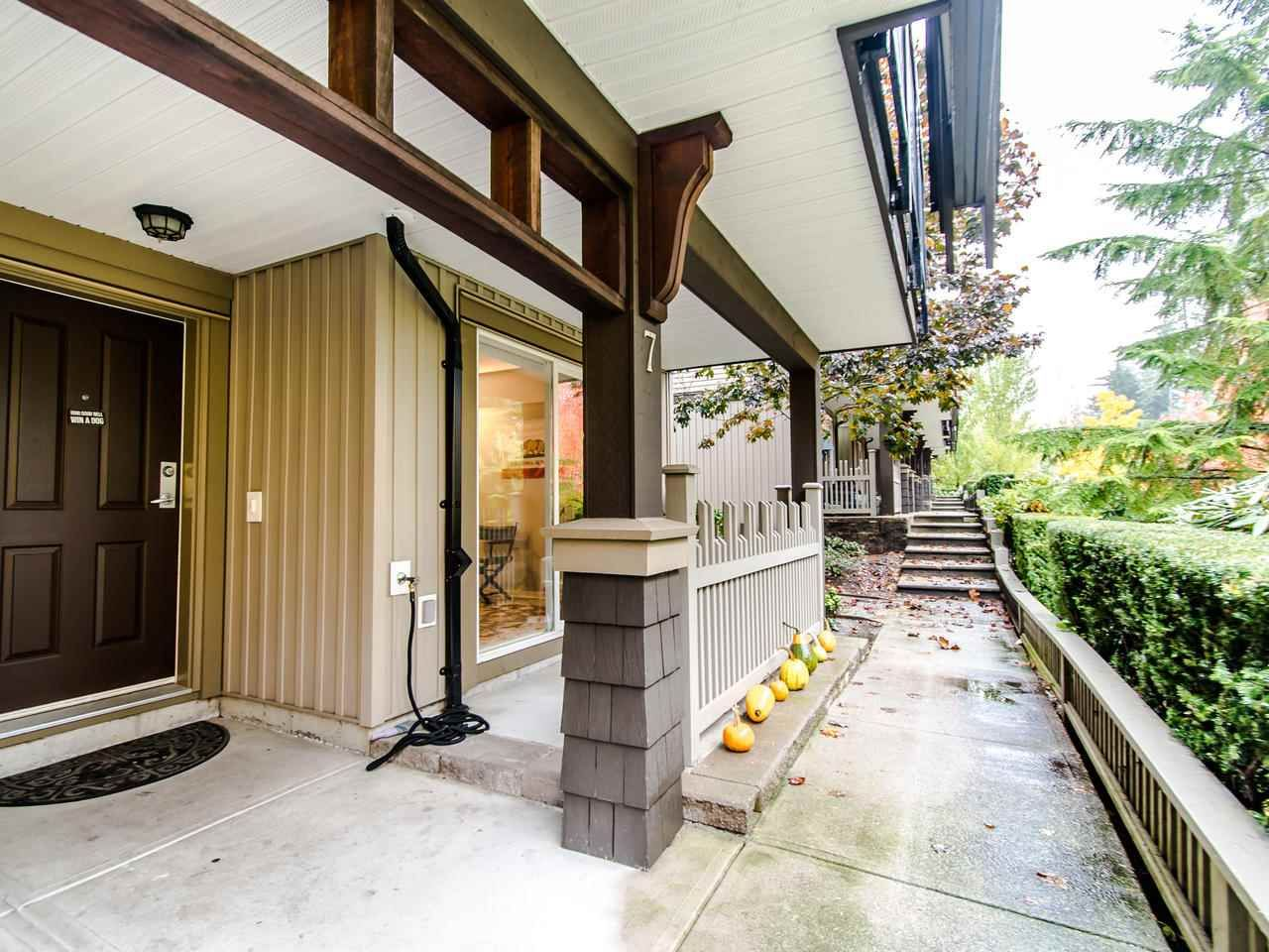 """Photo 2: Photos: 7 2200 PANORAMA Drive in Port Moody: Heritage Woods PM Townhouse for sale in """"THE QUEST"""" : MLS®# R2414883"""