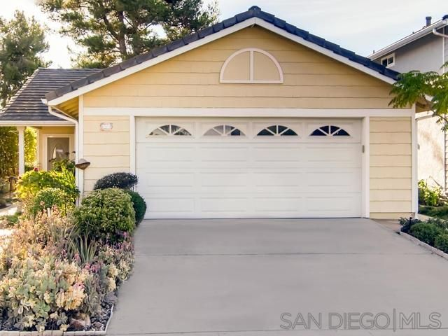 Main Photo: VISTA House for sale : 2 bedrooms : 1241 Longfellow Rd