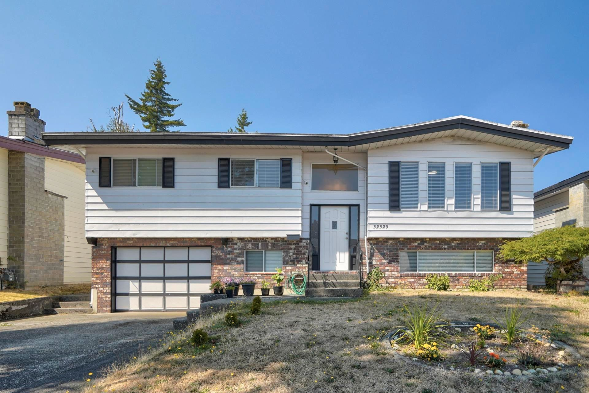 Main Photo: 32329 ATWATER Crescent in Abbotsford: Abbotsford West House for sale : MLS®# R2612923