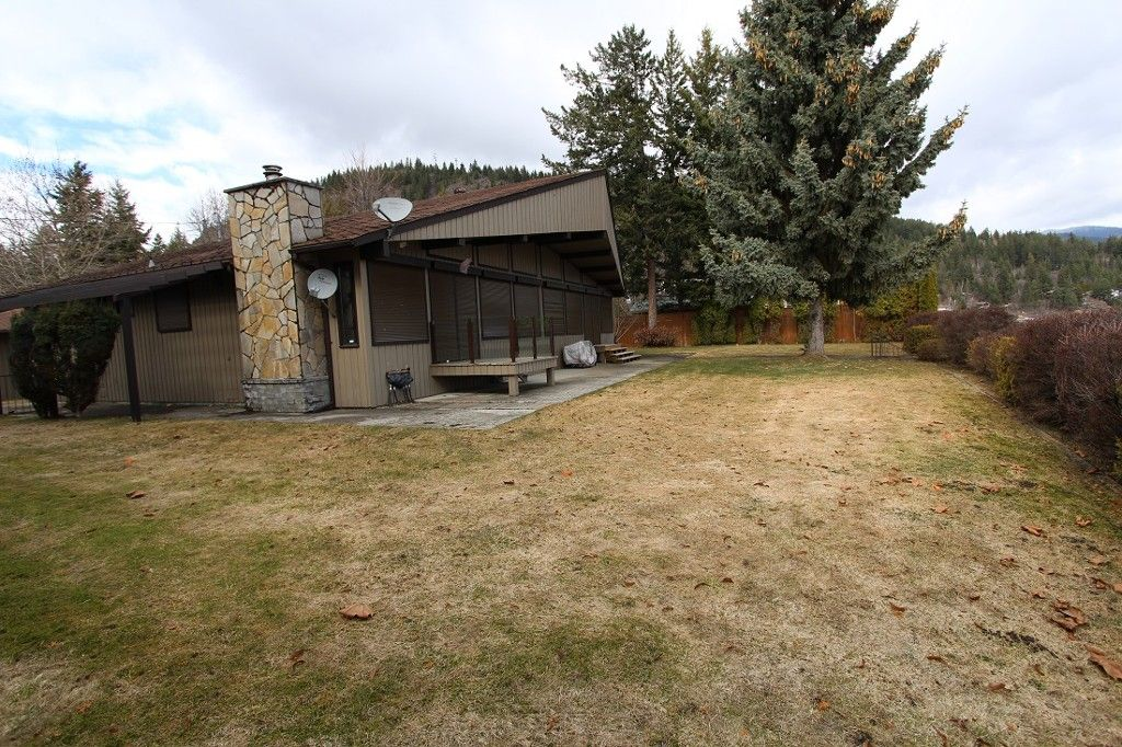 Main Photo: 1343 Deodar Road in Scotch Ceek: North Shuswap House for sale (Shuswap)  : MLS®# 10129735