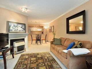 """Photo 3: 207 2288 W 12TH Avenue in Vancouver: Kitsilano Condo for sale in """"CONNAUGHT POINT"""" (Vancouver West)  : MLS®# V820109"""