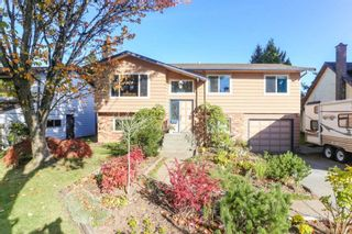 Photo 1: 6040 172A Street in Surrey: Cloverdale BC House for sale (Cloverdale)  : MLS®# R2410293