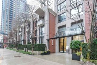 """Photo 1: 901 928 HOMER Street in Vancouver: Yaletown Condo for sale in """"YALETOWN PARK 1"""" (Vancouver West)  : MLS®# R2586722"""