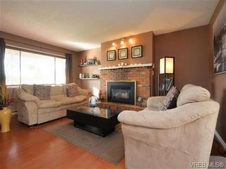 Photo 3: 722 Cameo St in VICTORIA: SE High Quadra House for sale (Saanich East)  : MLS®# 725052