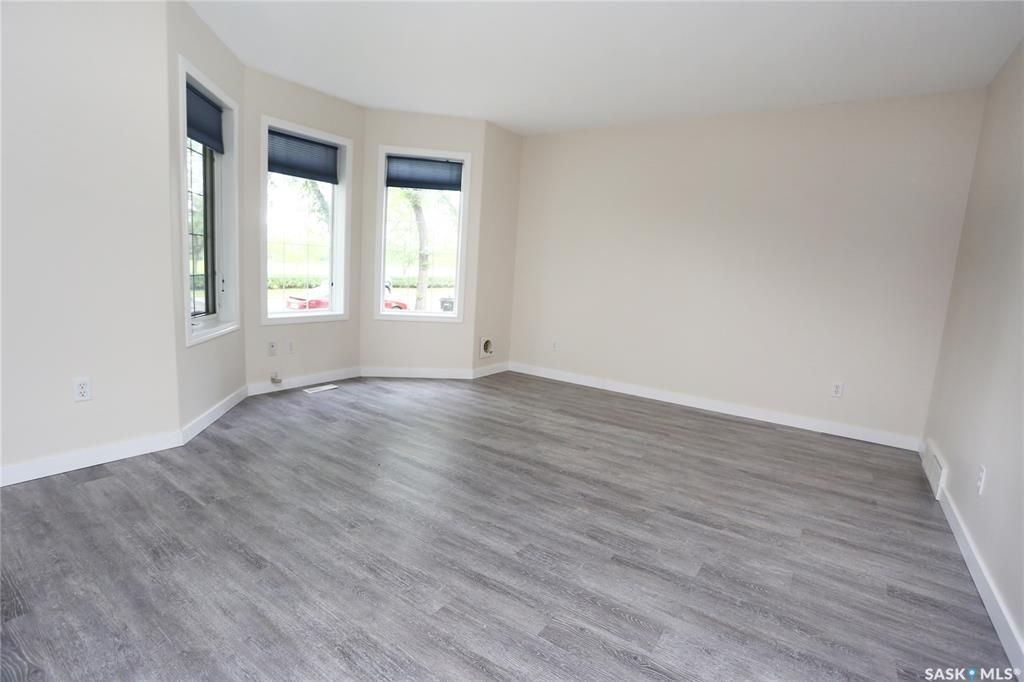 Photo 3: Photos: 131B 113th Street West in Saskatoon: Sutherland Residential for sale : MLS®# SK778904