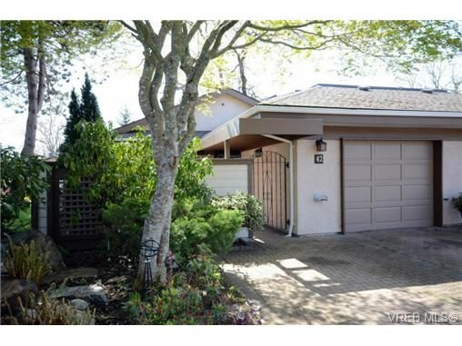 Main Photo: 42 901 Kentwood Lane in VICTORIA: SE Broadmead Row/Townhouse for sale (Saanich East)  : MLS®# 727195
