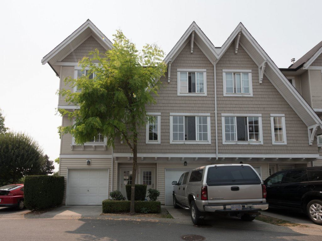 """Main Photo: 77 20540 66 Avenue in Langley: Willoughby Heights Townhouse for sale in """"AMBERLEIGH"""" : MLS®# R2194537"""