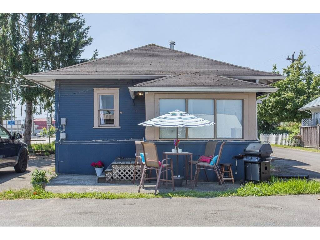 Main Photo: 34595 2ND Avenue in Abbotsford: Poplar House for sale : MLS®# R2174940