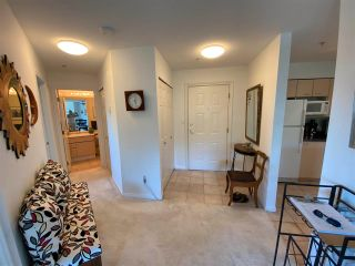 """Photo 9: 403 5855 COWRIE Street in Sechelt: Sechelt District Condo for sale in """"THE OSPREY"""" (Sunshine Coast)  : MLS®# R2581571"""