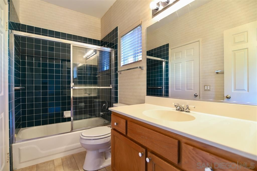Photo 18: Photos: OCEANSIDE House for sale : 5 bedrooms : 5757 Spur Avenue