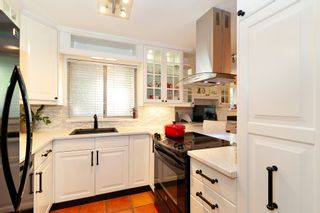 "Photo 9: 101 123 E 6TH Street in North Vancouver: Lower Lonsdale Condo for sale in ""HARBOURGATE"" : MLS®# R2364777"
