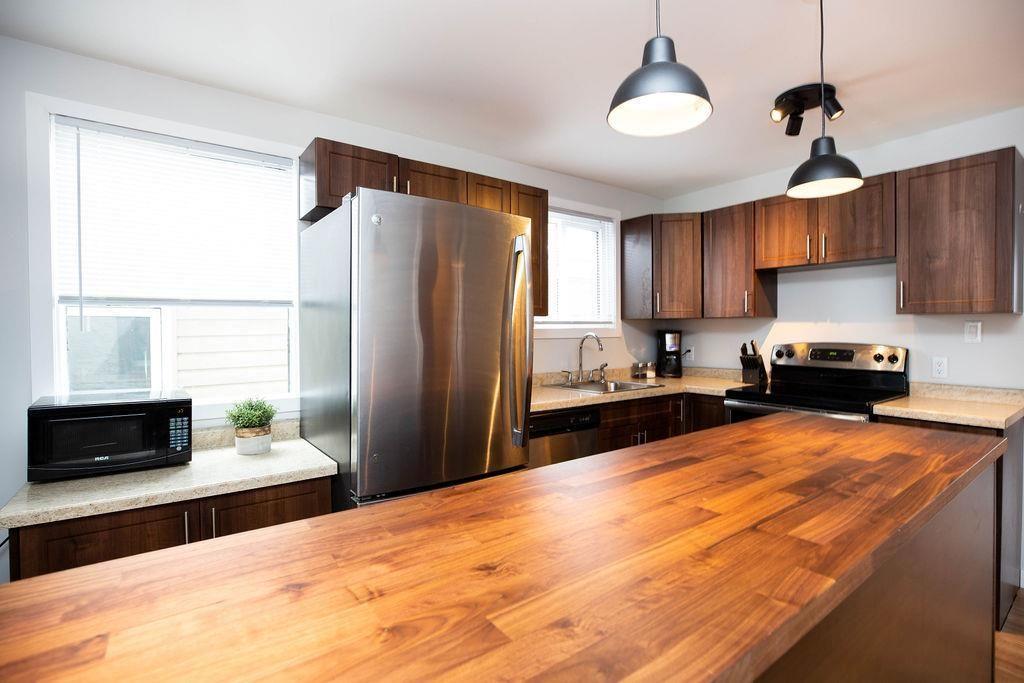 Photo 7: Photos: 284 Parkview Street in Winnipeg: St James Residential for sale (5E)  : MLS®# 202004878