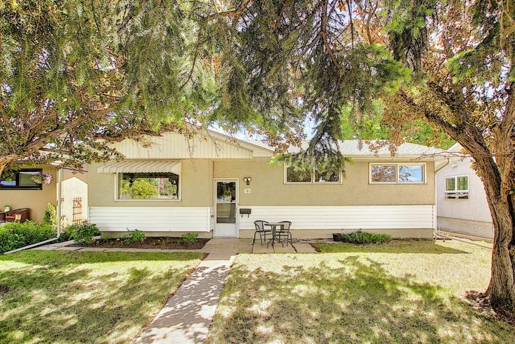 Main Photo: 306 Ashley Crescent SE in Calgary: Acadia Detached for sale : MLS®# A1120669