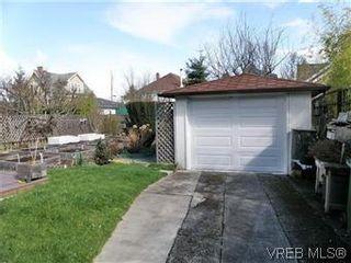Photo 15: 2413 Mowat St in VICTORIA: OB Henderson House for sale (Oak Bay)  : MLS®# 599535