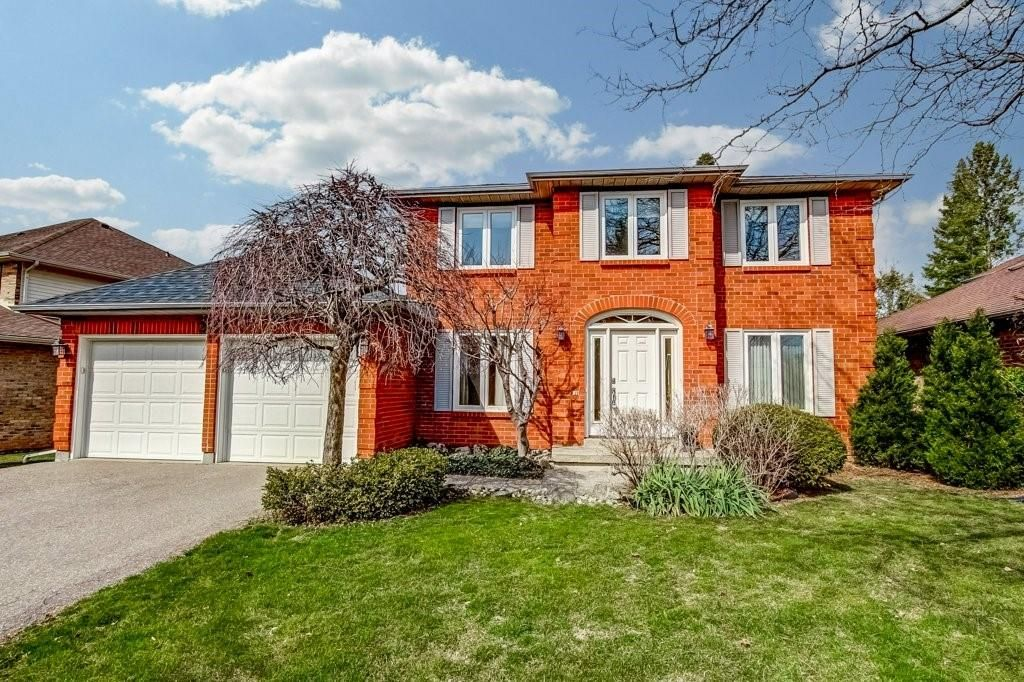Main Photo: 2105 HEADON FOREST Drive in Burlington: Residential for sale : MLS®# H4101832