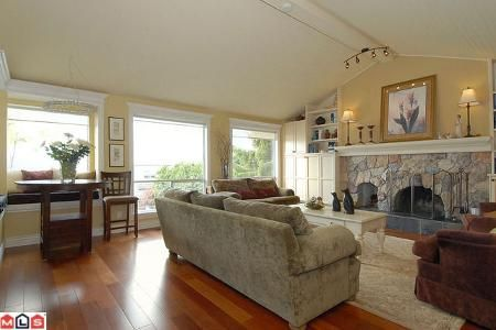 Main Photo: 15280 ROYAL AV in White Rock: House for sale : MLS®# F1010835
