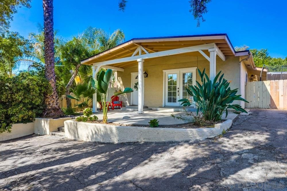 Main Photo: MOUNT HELIX House for sale : 3 bedrooms : 10146 Casa De Oro Blvd in Spring Valley