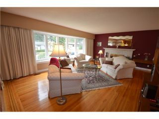 """Photo 2: 816 BAKER Drive in Coquitlam: Chineside House for sale in """"CHINESIDE"""" : MLS®# V994610"""