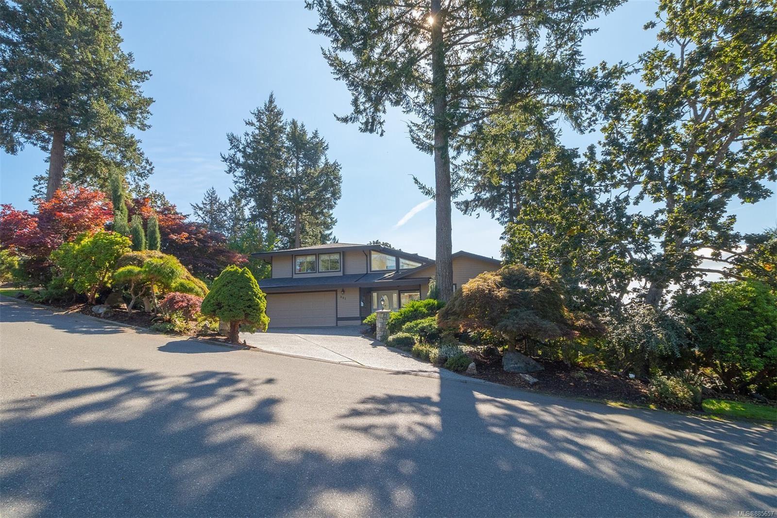 Main Photo: 901 Cobblestone Lane in Saanich: SE Broadmead House for sale (Saanich East)  : MLS®# 885657