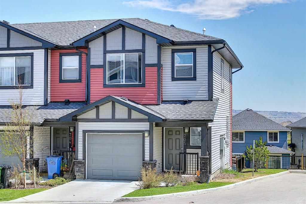 Main Photo: 705 Jumping Pound Common: Cochrane Row/Townhouse for sale : MLS®# A1124366