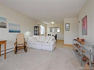 Photo 3: 309 25 Government St in VICTORIA: Vi James Bay Condo for sale (Victoria)  : MLS®# 741219