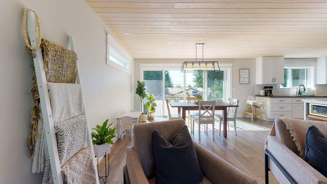 Photo 10: Photos: 5472 CARNABY Place in Sechelt: Sechelt District House for sale (Sunshine Coast)  : MLS®# R2495555