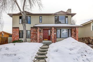 Main Photo: 2421 34 Avenue NW in Calgary: Charleswood Detached for sale : MLS®# A1075189