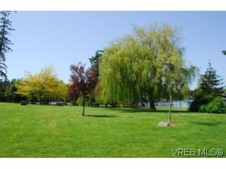 Photo 16: 403 1085 Tillicum Rd in VICTORIA: Es Kinsmen Park Condo for sale (Esquimalt)  : MLS®# 504110