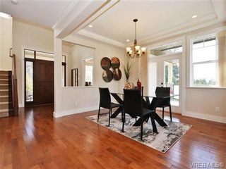 Photo 5: 2190 Stone Gate in VICTORIA: La Bear Mountain House for sale (Langford)  : MLS®# 742142