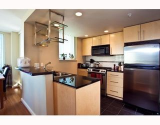 Photo 5: # 2208 550 PACIFIC ST in Vancouver: Condo for sale : MLS®# V782944