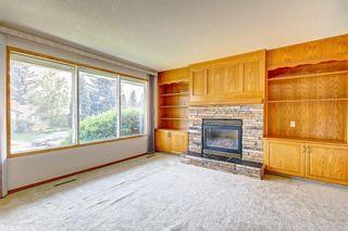 Photo 4: 44 MAPLE COURT Crescent SE in Calgary: Maple Ridge Detached for sale : MLS®# C4249586