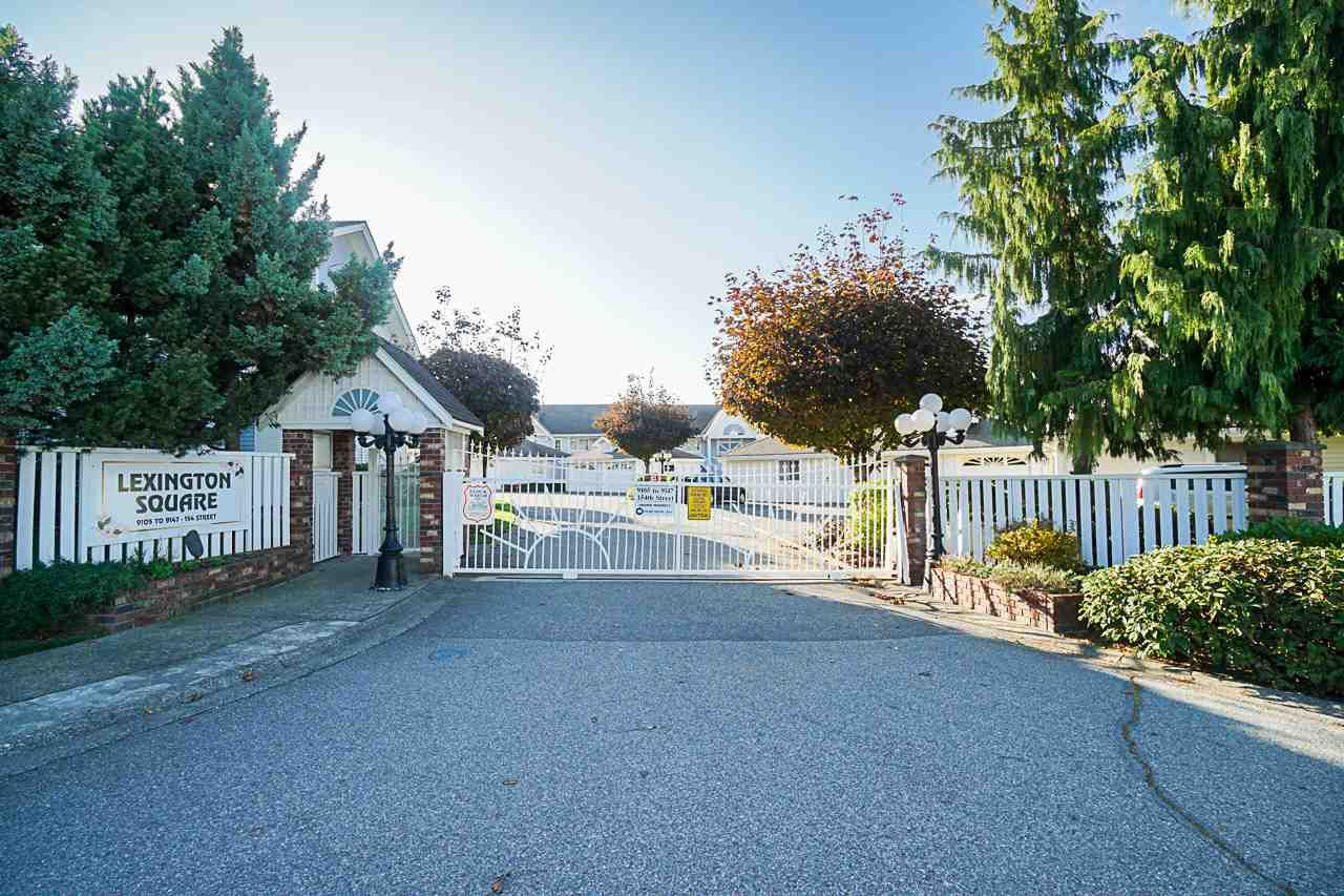 """Main Photo: 403 9119 154 Street in Surrey: Fleetwood Tynehead Townhouse for sale in """"LEXINGTON SQUARE"""" : MLS®# R2409703"""