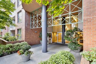 """Photo 3: 701 518 W 14TH Avenue in Vancouver: Fairview VW Condo for sale in """"PACIFICA"""" (Vancouver West)  : MLS®# R2614873"""