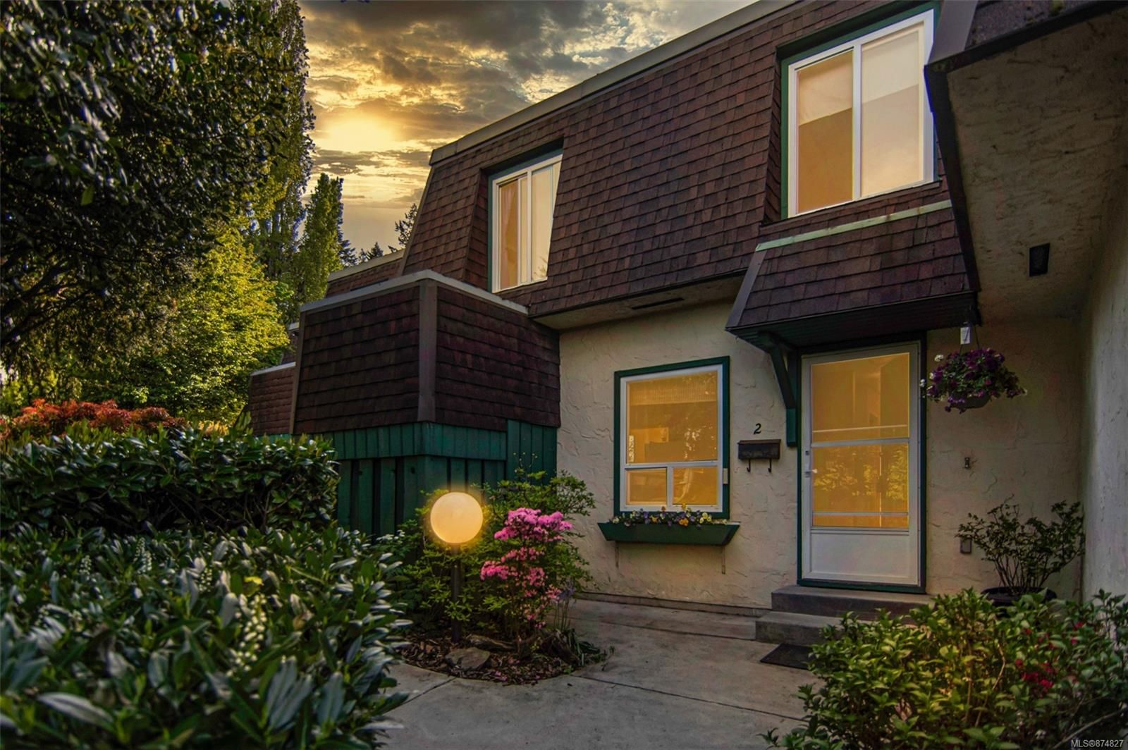 Main Photo: 2 2725 Wale Rd in : Co Colwood Corners Row/Townhouse for sale (Colwood)  : MLS®# 874827