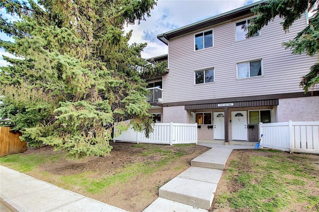 Main Photo: 1 3800 FONDA Way SE in Calgary: Forest Heights Row/Townhouse for sale : MLS®# C4300410