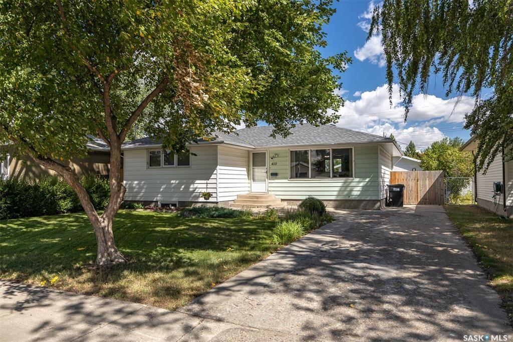 Main Photo: 410 Winnipeg Avenue South in Saskatoon: Meadowgreen Residential for sale : MLS®# SK866700