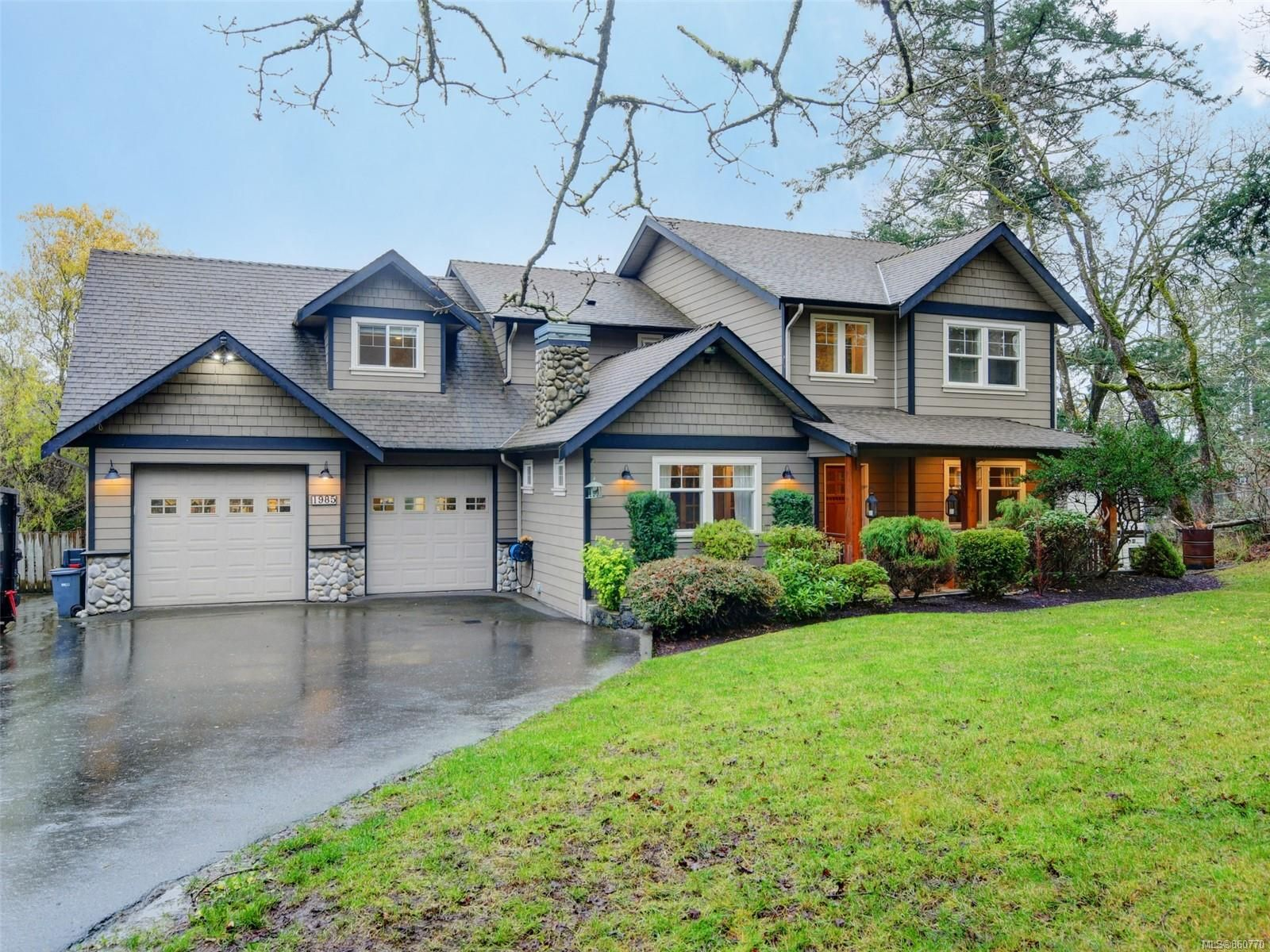 Main Photo: 1985 W Burnside Rd in : VR Prior Lake House for sale (View Royal)  : MLS®# 860770