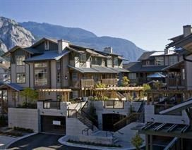 """Photo 1: 102 1174 WINGTIP Place in Squamish: Downtown SQ Condo for sale in """"TALON AT EAGLEWIND (CARRIAGE HOME)"""" : MLS®# R2139321"""