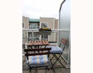 "Photo 9: 25 788 W 15TH Avenue in Vancouver: Fairview VW Townhouse for sale in ""16 WILLOWS"" (Vancouver West)  : MLS®# V756826"