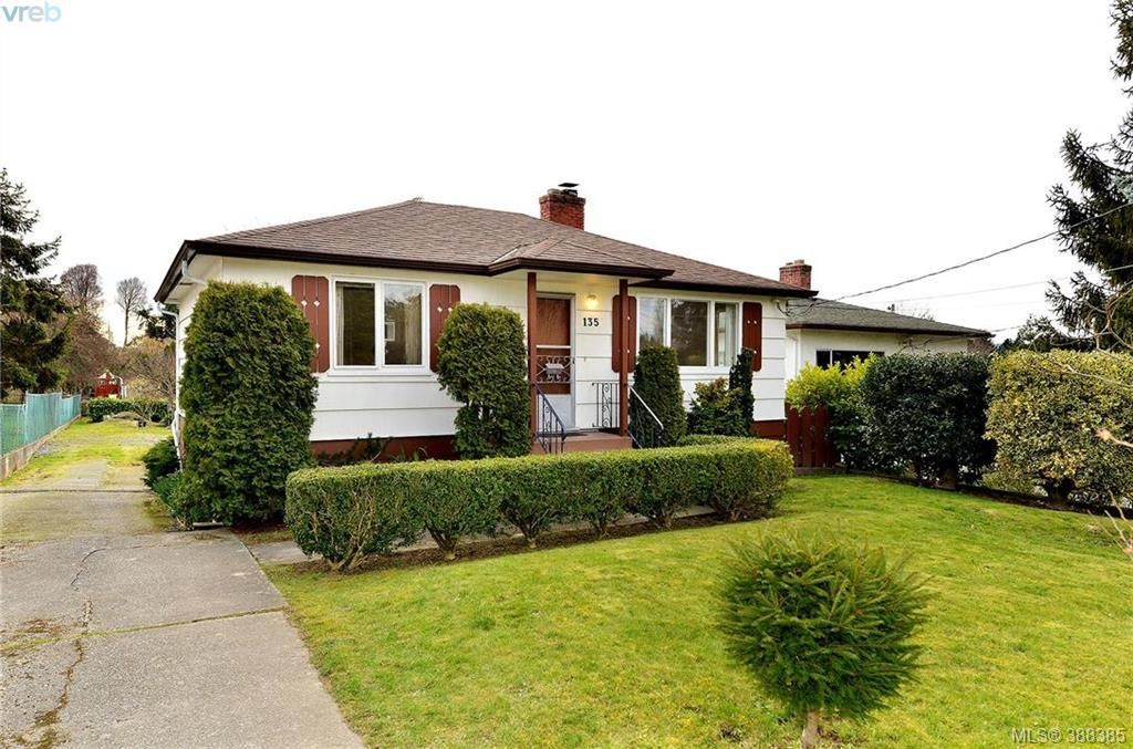 Main Photo: 135 Hampton Rd in VICTORIA: SW Gateway House for sale (Saanich West)  : MLS®# 780525
