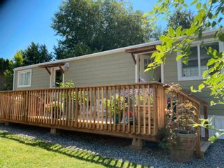 """Photo 2: 177 1413 SUNSHINE COAST Highway in Gibsons: Gibsons & Area Manufactured Home for sale in """"THE POPLARS"""" (Sunshine Coast)  : MLS®# R2604177"""